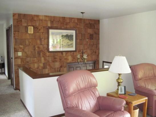 Single Family Residence, Bi-Level - Whitehall, MI (photo 5)