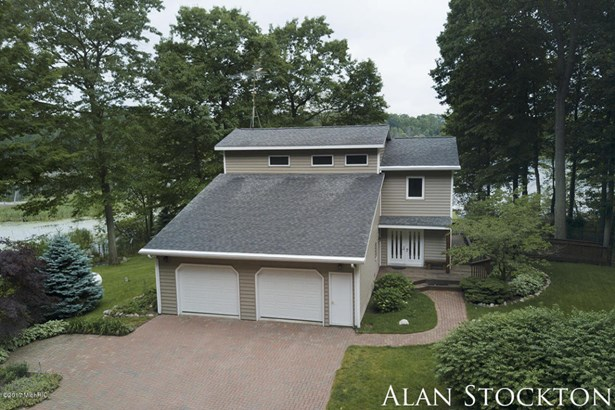 Single Family Residence, Traditional - Coral, MI (photo 1)