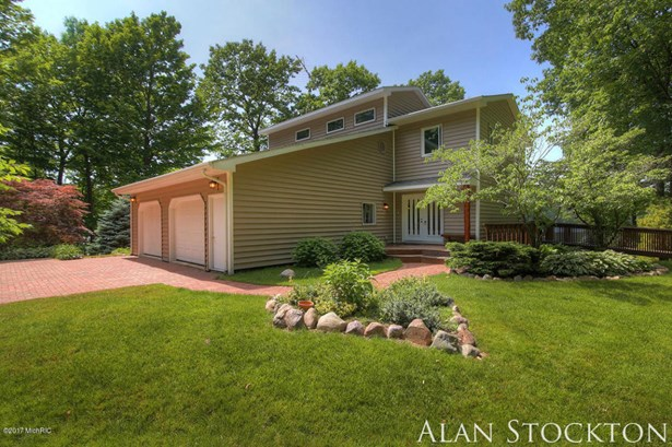 Single Family Residence, Traditional - Coral, MI (photo 2)