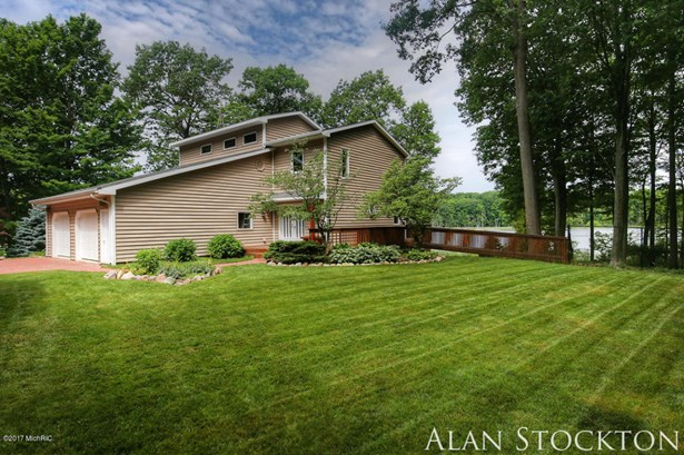 Single Family Residence, Traditional - Coral, MI (photo 3)