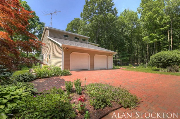 Single Family Residence, Traditional - Coral, MI (photo 4)