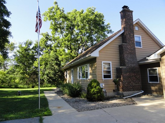 Cape Cod, Single Family Residence - Lowell, MI (photo 2)