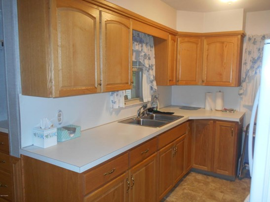 Cape Cod, Single Family Residence - Wyoming, MI (photo 4)