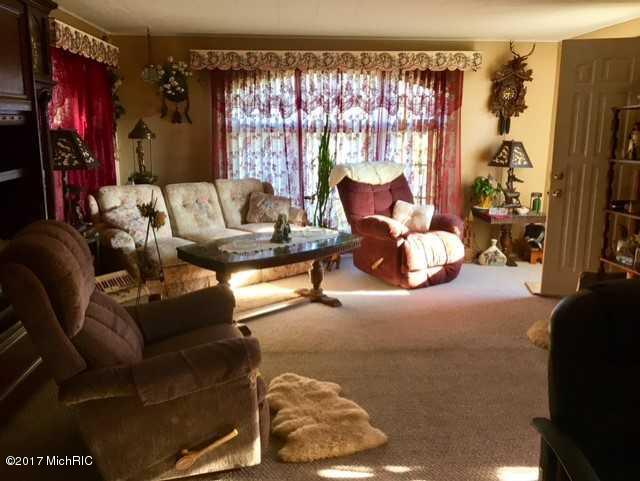 Single Family Residence, Bi-Level - Grant, MI (photo 2)