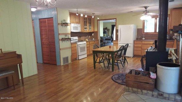 Single Family Residence, Ranch - Lakeview, MI (photo 4)