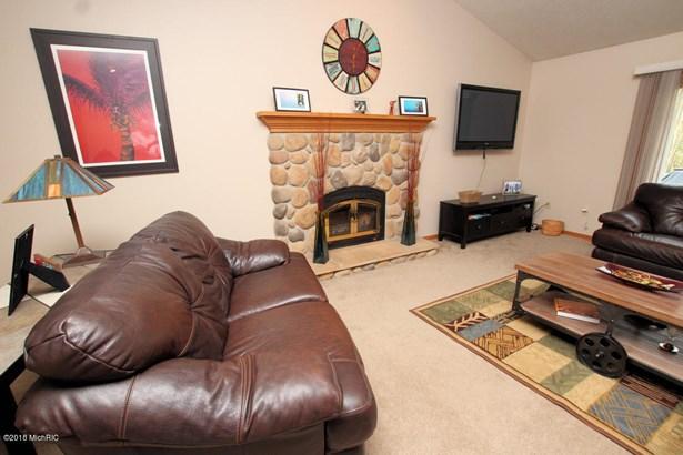 Single Family Residence, Ranch - Big Rapids, MI (photo 5)