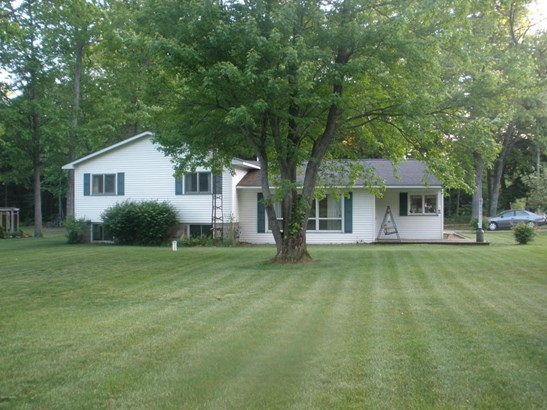 Tri-Level, Single Family Residence - Rothbury, MI (photo 1)