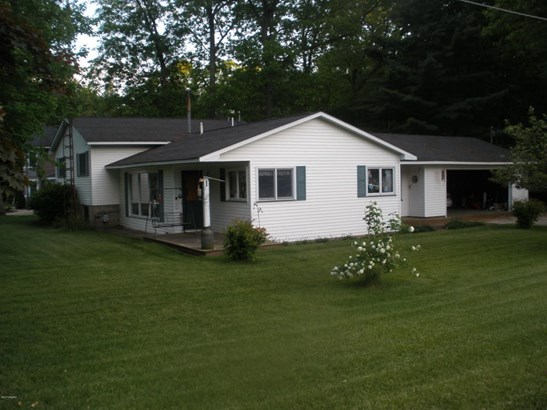 Tri-Level, Single Family Residence - Rothbury, MI (photo 4)