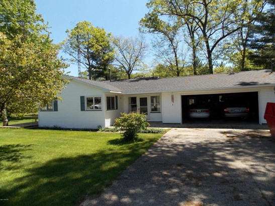 Tri-Level, Single Family Residence - Rothbury, MI (photo 5)