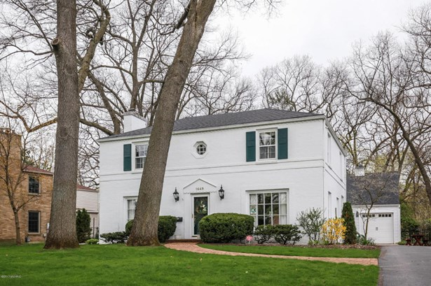 Single Family Residence, Traditional - East Grand Rapids, MI (photo 2)