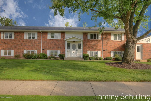 Condominium, Ranch - Kentwood, MI (photo 1)