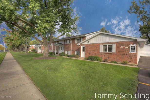 Condominium, Ranch - Kentwood, MI (photo 3)