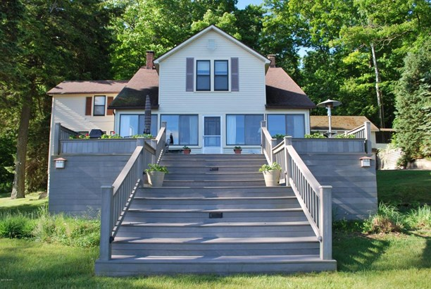 Single Family Residence, Traditional - Ludington, MI (photo 2)