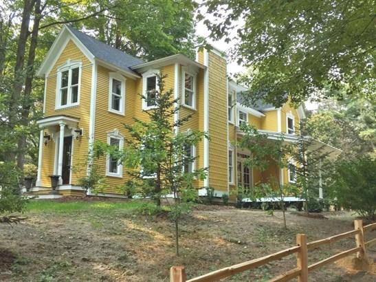 Single Family Residence, Traditional - Douglas, MI (photo 1)