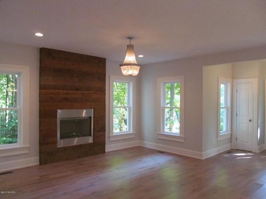 Single Family Residence, Traditional - Douglas, MI (photo 2)