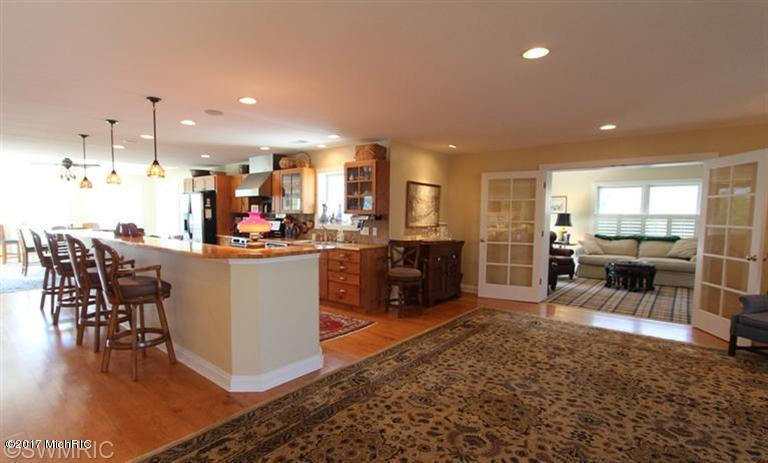 Single Family Residence, Traditional - Ludington, MI (photo 3)