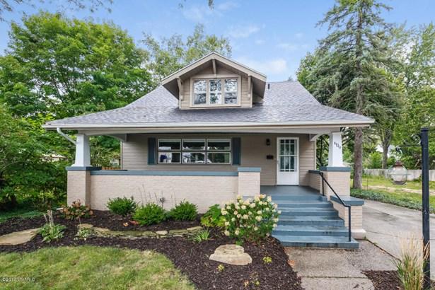 Single Family Residence, Bungalow - East Grand Rapids, MI (photo 1)