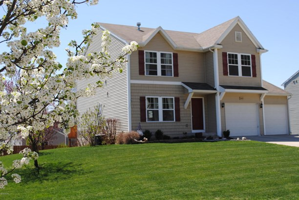 Single Family Residence, Traditional - Lowell, MI (photo 1)
