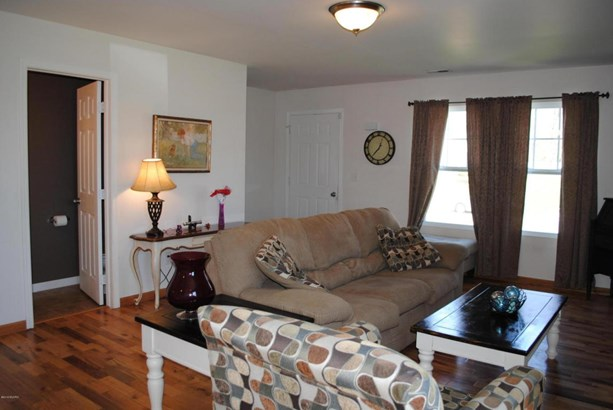 Single Family Residence, Traditional - Lowell, MI (photo 3)