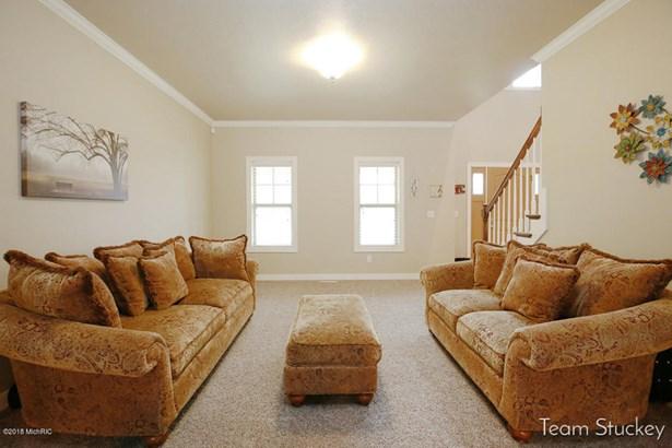 Single Family Residence, Traditional - Alto, MI (photo 5)