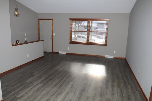 Single Family Residence, Ranch - Kentwood, MI (photo 3)