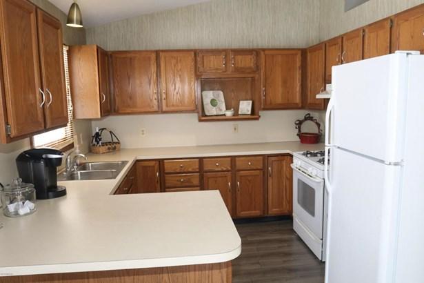 Single Family Residence, Ranch - Kentwood, MI (photo 5)