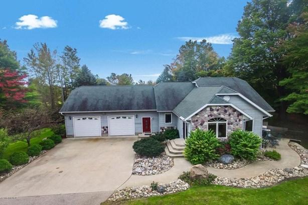 Single Family Residence, Contemporary - Shelby, MI (photo 1)