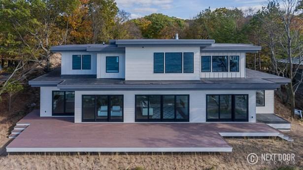 Single Family Residence, Contemporary - Ferrysburg, MI (photo 2)
