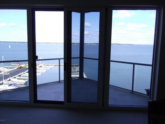 Condominium, Contemporary - Muskegon, MI (photo 2)