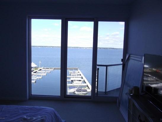 Condominium, Contemporary - Muskegon, MI (photo 3)