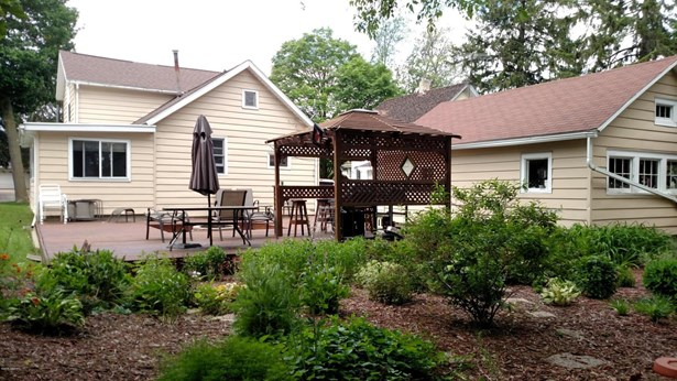 Single Family Residence, Traditional - Ionia, MI (photo 2)