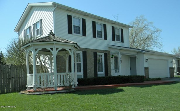 Single Family Residence, Traditional - Kentwood, MI (photo 1)