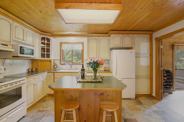 Single Family Residence, Traditional - Lowell, MI (photo 4)