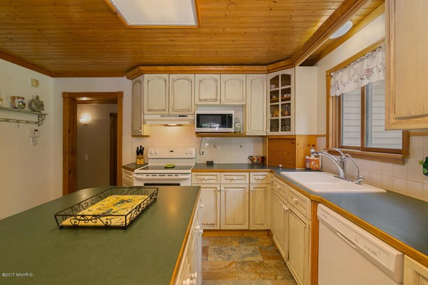 Single Family Residence, Traditional - Lowell, MI (photo 5)