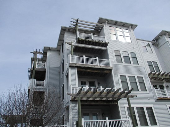 Condominium, Contemporary - Ludington, MI (photo 2)