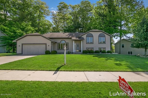 Tri-Level, Single Family Residence - Belmont, MI (photo 1)