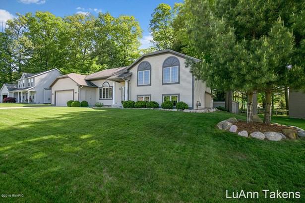 Tri-Level, Single Family Residence - Belmont, MI (photo 2)