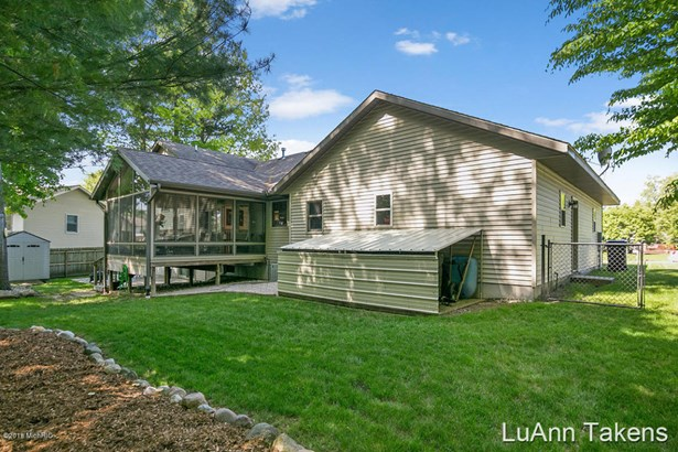 Tri-Level, Single Family Residence - Belmont, MI (photo 4)