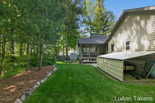 Tri-Level, Single Family Residence - Belmont, MI (photo 5)