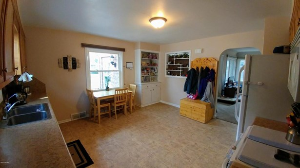Single Family Residence, Traditional - Wyoming, MI (photo 4)