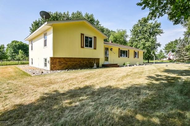 Tri-Level, Single Family Residence - Alto, MI (photo 4)