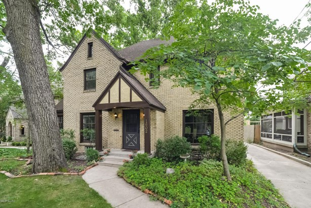 Single Family Residence, Traditional - East Grand Rapids, MI (photo 1)