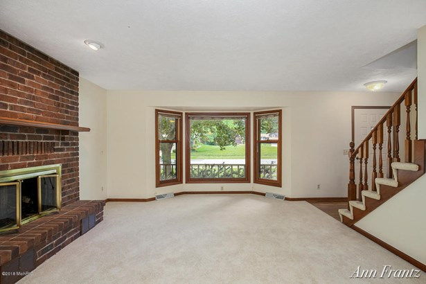 Single Family Residence, Traditional - Grand Rapids, MI (photo 3)