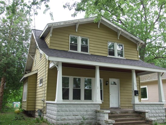 Single Family Residence, Traditional - Muskegon, MI (photo 2)