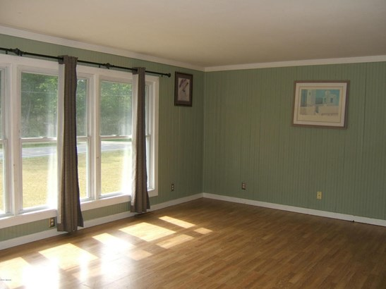 Single Family Residence, Bi-Level - Twin Lake, MI (photo 5)