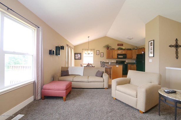 Single Family Residence, Ranch - Hamilton, MI (photo 2)
