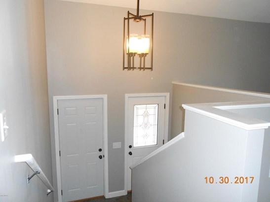 Single Family Residence, Bi-Level - Muskegon, MI (photo 2)