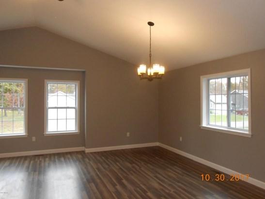 Single Family Residence, Bi-Level - Muskegon, MI (photo 4)
