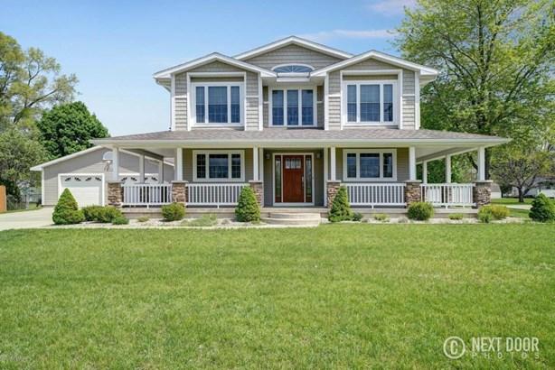 Single Family Residence, Traditional - Cedar Springs, MI (photo 1)