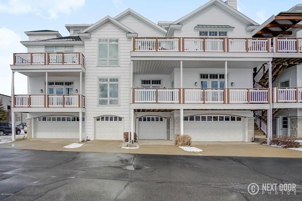 Condominium, Contemporary - Montague, MI (photo 3)